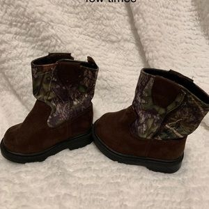 Faded glory infant size 2 camouflage boots